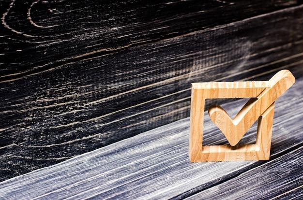 Um carrapato nas eleições do governo. escolha do candidato Foto Premium