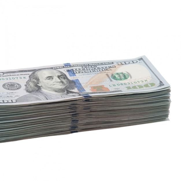 Um grande pacote de cem notas de dólares americanos Foto Premium