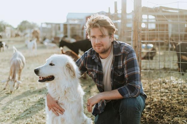 Um homem e seu cachorro, the sanctuary at soledad Foto Premium