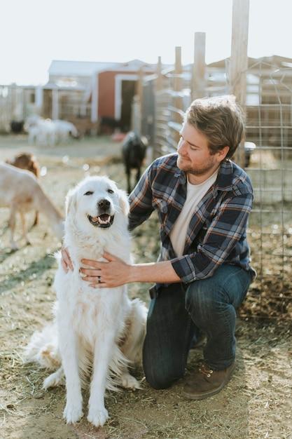Um homem e seu cão Foto Premium