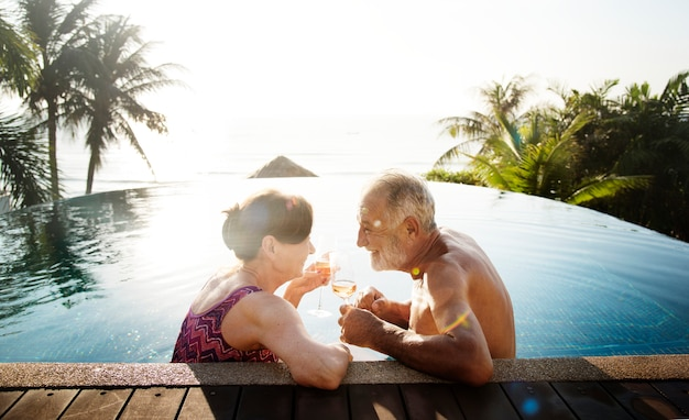 Um, lua mel, par, desfrutando, verão Foto Premium
