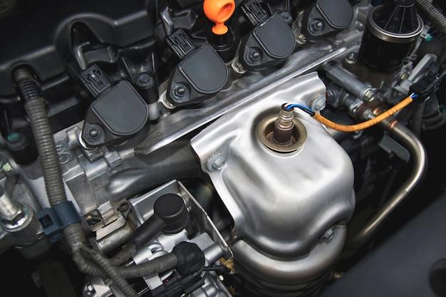 Um motor de combustão interna ou elétrico e capaz de transportar um pequeno número. Foto Premium