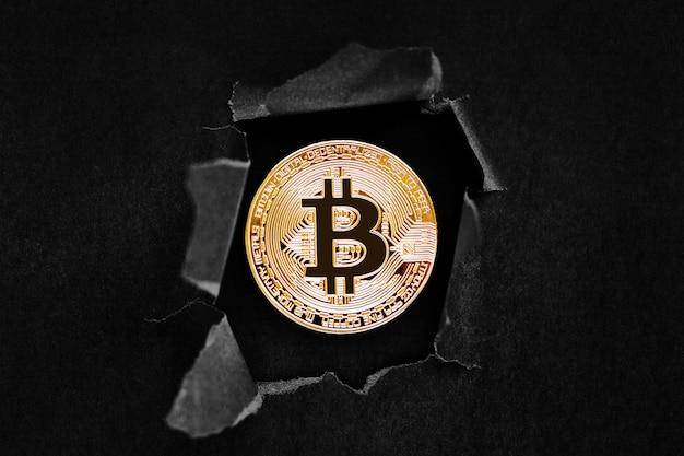 Um, ouro, bitcoin, sinal, símbolo, ícone, estouro, através, um, a, fundo Foto Premium