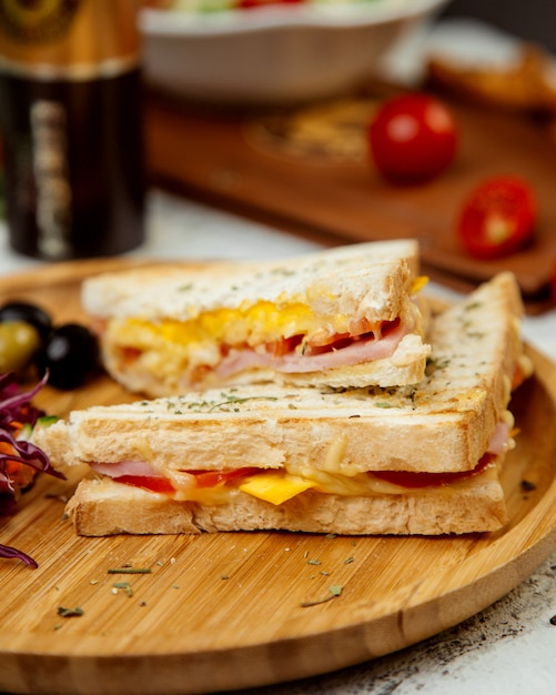 Um par de sanduíches Foto gratuita