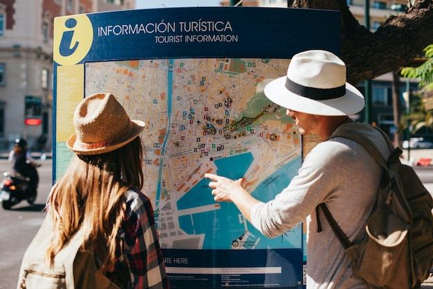 Resultado de imagem para turistas perdidos
