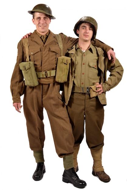 Um soldado inglês e um soldado americano são amigos Foto Premium