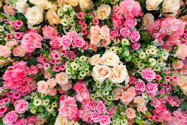 Um teto decorado com flores Foto Premium