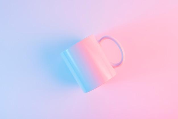 Um, visão aérea, de, branca, cerâmico, assalte, contra, fundo cor-de-rosa Foto gratuita