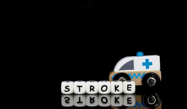 Uma ambulância de brinquedo e um golpe de palavra Foto Premium