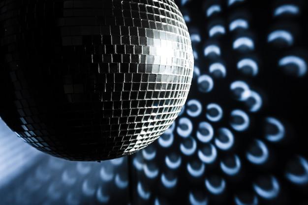 Uma bola de discoteca de espelho Foto Premium