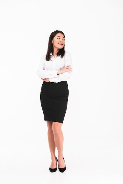 Uma empresária asiática sorridente Foto gratuita