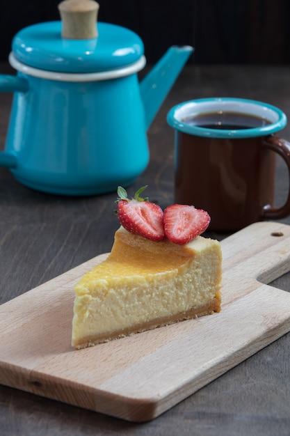 Uma fatia de cheesecake saboroso caseiro Foto Premium