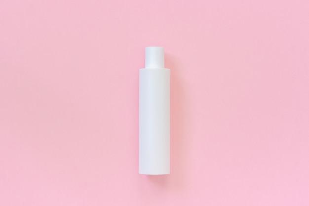 Uma garrafa cosmética plástica branca em branco para o champô, loção, creme outro produto cosmético Foto Premium