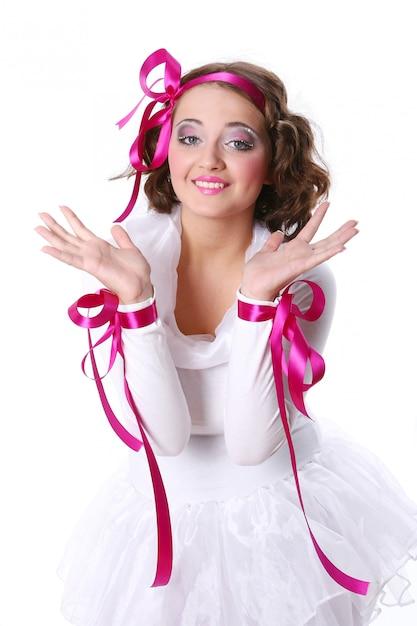 Uma linda mulher jovem e feliz Foto gratuita