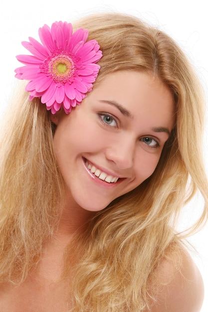 Uma mulher jovem e bonita com wlover Foto gratuita
