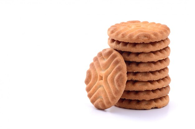 Uma pilha de deliciosos biscoitos isolados no branco, biscoitos Foto Premium