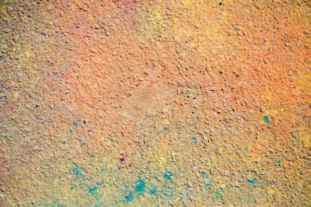 Uma visão aérea da cor holi no chão Foto gratuita