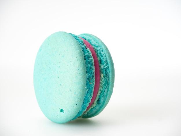 Único macaroon azul no branco Foto Premium