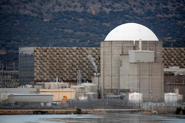 Usina nuclear no centro da espanha Foto Premium