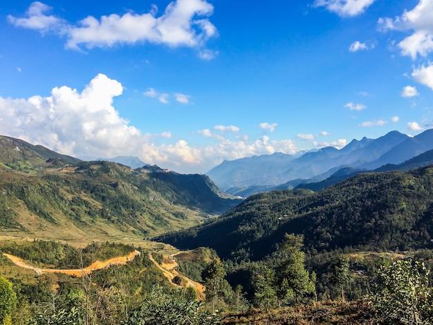 Excepcional Vale da montanha. Paisagem natural do verão | Baixar fotos Premium UL38