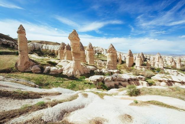 Vale do amor no verão, goreme, cappadocia, turquia Foto Premium