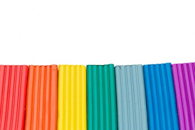 Varas coloridas de massinha isoladas sobre o branco Foto Premium