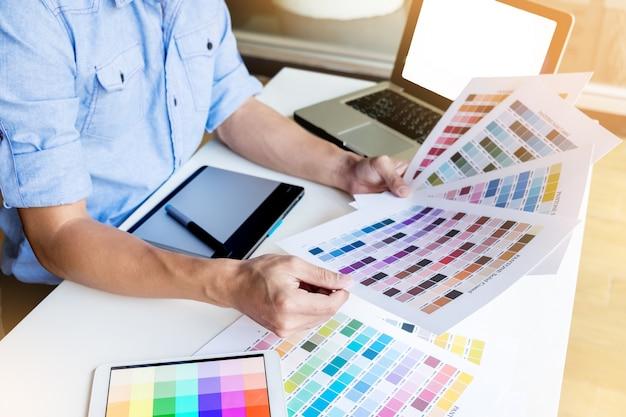 Variação de paleta padrão selecionando amostrador de cartões Foto gratuita