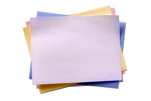 Várias cores pegajosa post nota isolado fundo branco Foto gratuita