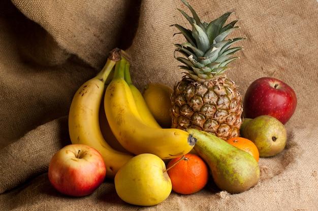 Várias frutas frescas Foto Premium
