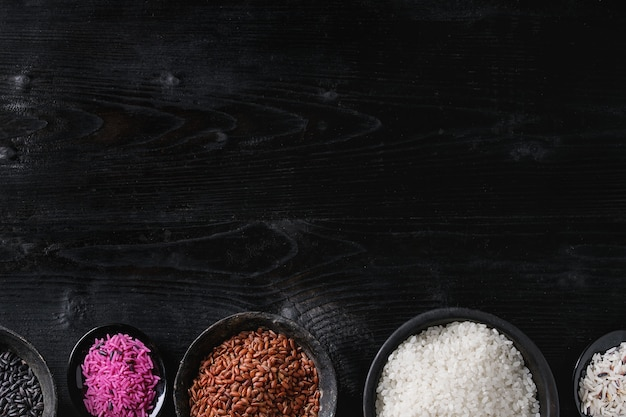 Variedade de arroz colorido Foto Premium