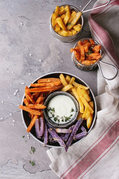 Variedade de batatas fritas Foto Premium