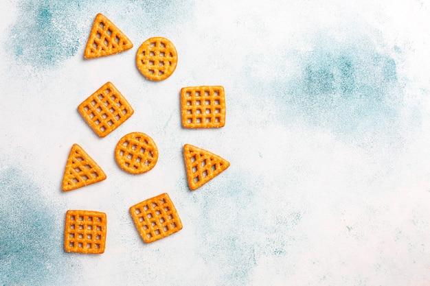 Variedade de biscoitos de sal. Foto gratuita