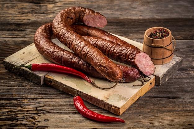 Variedade de carnes frias Foto Premium