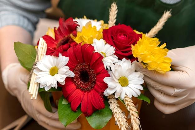 Variedade de close-up de flores elegantes Foto gratuita
