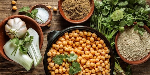 Variedade de comida judaica saborosa Foto gratuita