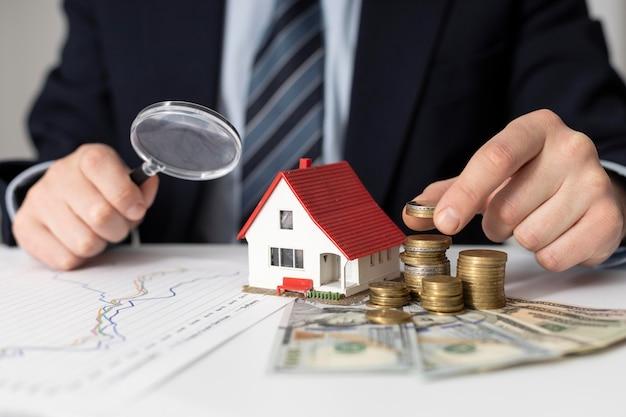 Variedade de elementos de investimentos domésticos Foto gratuita
