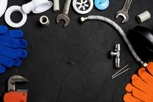 Variedade de equipamentos para encanamento Foto gratuita