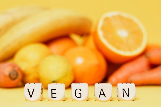 Variedade de frutas e legumes frescos Foto gratuita