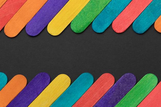 Variedade de palitos de sorvete coloridos de vista superior Foto gratuita