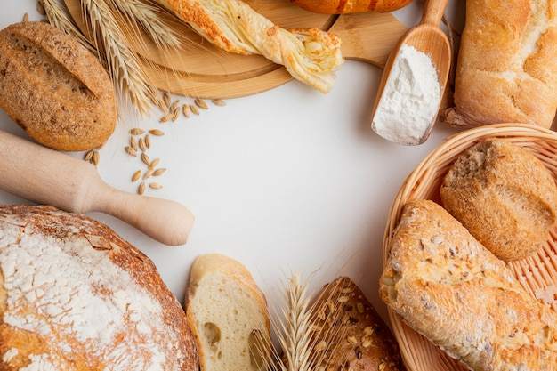 Variedade de pastelaria e rolo Foto gratuita