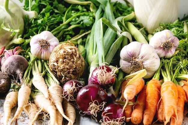 Variedade de vegetais de raiz Foto Premium