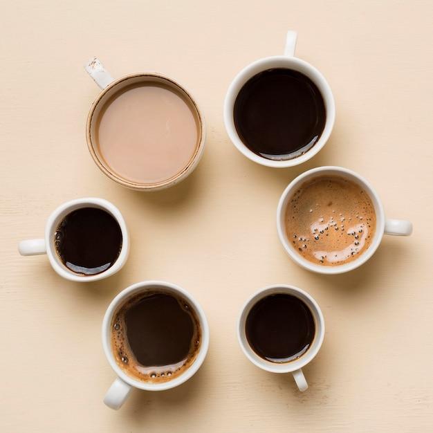 Variedade de xícaras de café diferentes Foto gratuita