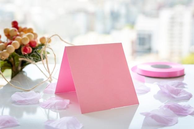 Variedade para festa de quinceanera na mesa Foto gratuita
