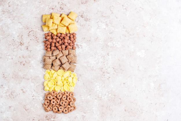 Vários cereais matinais Foto gratuita