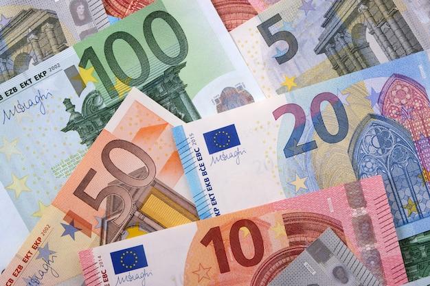 Vários diferentes euros fundo Foto gratuita