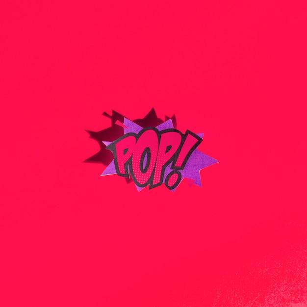 Vector pop art balão brilhante em estilo cômico em fundo vermelho Foto gratuita