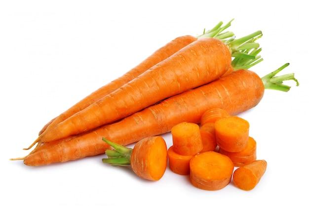 Vegatables cenouras frescas isoladas no branco Foto Premium