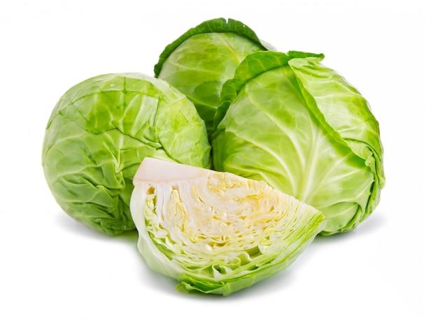 Vegetal fresco repolho verde isolado no branco Foto Premium