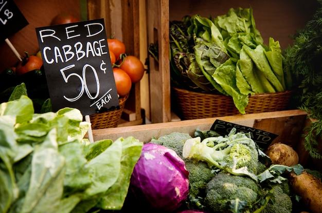 Vegetal orgânico local fresco no mercado dos fazendeiros Foto Premium