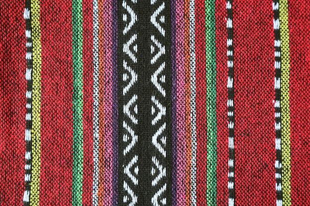 Veja o padrão e a textura dos têxteis tradicionais coloridos da região norte da tailândia Foto Premium